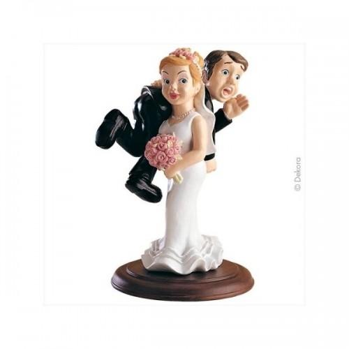 Svatební figurky - nevěsta unáší ženicha